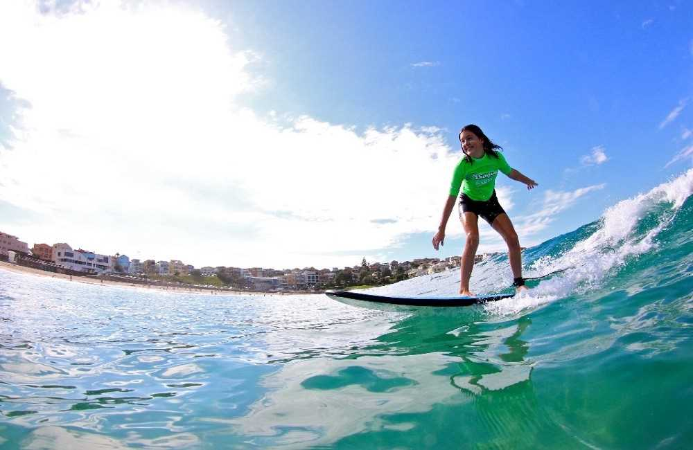 Bondi Like a Local: Half-Day Sightseeing Tour Including Surf Lesson