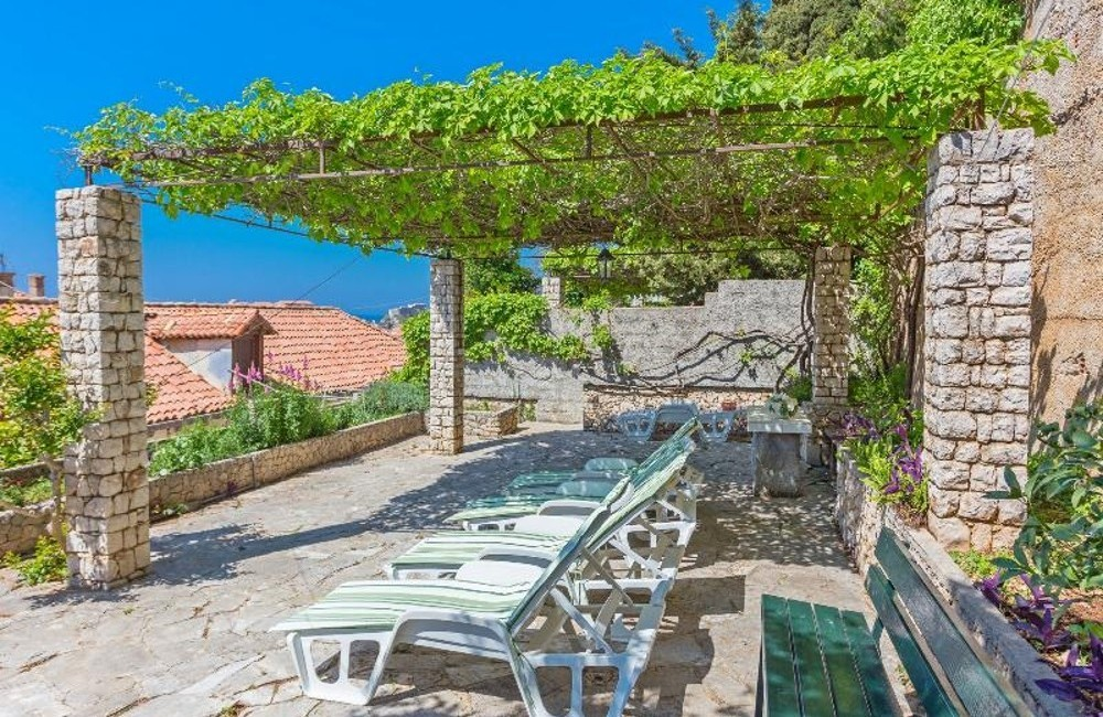 Dubrovnik-3* Maja Apartments including Game of Thrones Tour